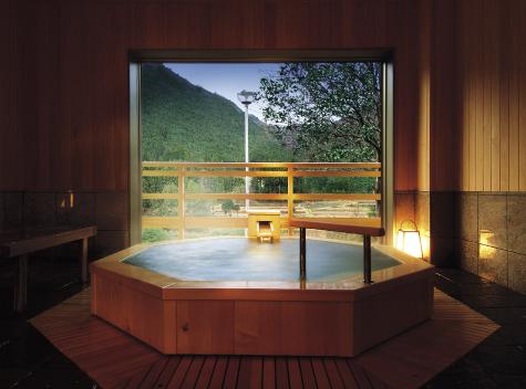 貸切風呂:八角檜風呂 寿衛子